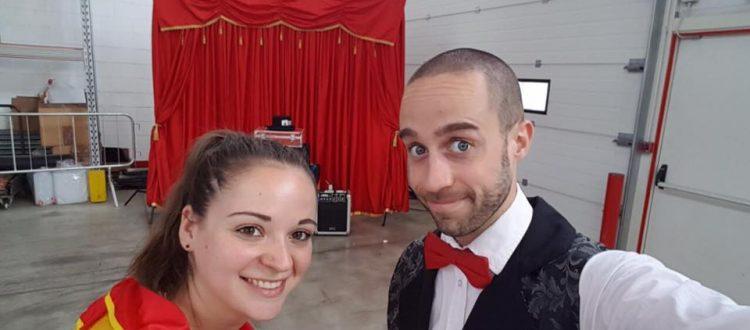 Dylan e Roberta durante uno Spettacolo per Bambini